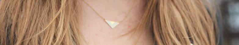 collier en forme de triangle